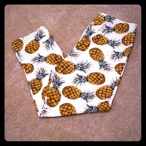 2/10$ Pineapple leggings